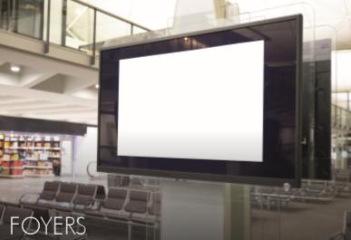 Monitor interaktywny MAXELL w korytarzu
